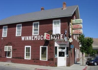 'Winnemucca Hotel' euskalduna Nevada estatu osoko zaharrenetakoa da, ateak oraindik zabalik