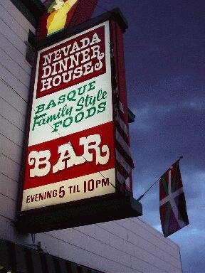 Nevada Dinner House-ren seinale zaharra Elkon