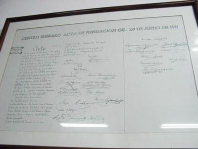 Montevideoko Euskaro Euskal Etxearen sortze-agiria (argazkia EuskalKultura.com)