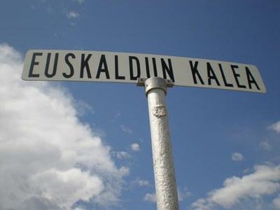 Wyoming-eko Buffalok 'Euskaldun Kalea' (sic), honelaxe, euskaraz idatzia, izango duen munduko toki bakarrenetakoa izango da, bakarra ez bada (argazkia EuskalKultura.com)