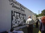 Picassoren 'Guernica' izen bereko herri argentinarrean, inaugurazioa Udaleko eta Euskal Etxeko kideak bertan