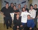 Directivos del Real Unión obsequian con una camiseta firmada por los jugadores a Euskal Etxea de Murcia