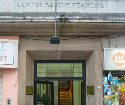 The one in Buenos Aires is the only 'French Basque Center' in the world, at least under this name. In a regular basis the Basques prefer to name their clubs just as Basque Club/Center (photo EuskalKultura.com)
