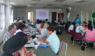 El representante del Centro Vasco Alkartasuna de Rock Springs, Martin Goikoetxea, se dirige a los delegados de NABO reunidos en una de las citas de la Convención de NABO 2005 celebrada en esta misma ciudad de Rock Springs (foto EuskalKultura.com)