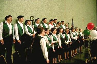 "San Francisco Basque Club's ""Elgarrekin"" choir (photo EuskalKultura.com)"