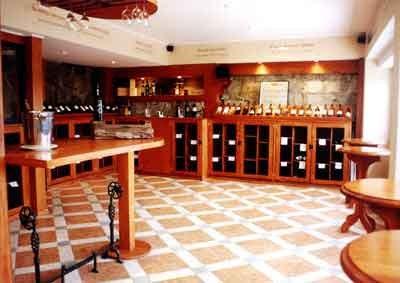 Vista de la cava de vinos del Delicias del Mar de Reñaca