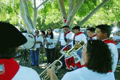 Bakersfield's Klika playing at Ventura County's Basque Festival (photo EuskalKultura.com)