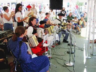 Members of Txantxangorriak performing in Boise for their first time (photo EuskalKultura.com)