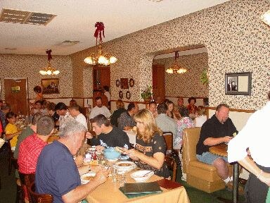 View of the main room of Bakersfield's Wool Growers (photo EuskalKultura.com)