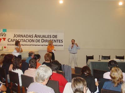 One of the courses organized by FEBA for its clubs and members, at the Laurak Bat Basque Center of Buenos Aires, 2008 (photo EuskalKultura.com)