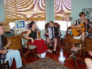 """""""Ekilore"""" is the newest Basque folk music band of the States, created in the Summer of 2001"""
