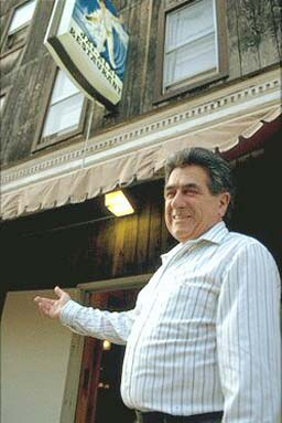 Iñaki Cenicacelaya in front of his Jai Alai restaurant in Dover, New Jersey (photo EuskalKultura.com)
