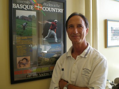 Carmelo Urza, founder and director of USAC in his office at the Reno campus of the University of Nevada (photo EuskalKultura.com)