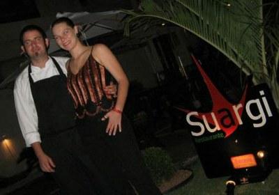 El chef Zigor Sojo frente a su restaurante (foto M.Loureiro)