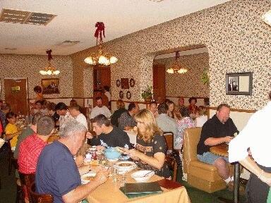 Una de las salas del restaurante vasco Wool Growers de Bakersfield, California (foto EuskalKultura.com)