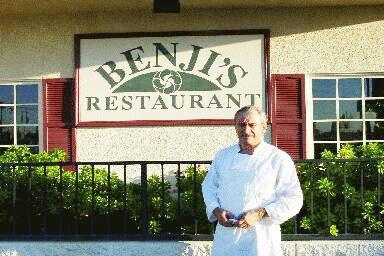 El bajonavarro Beñat Arduain, junto a su hermano Rene, dirige el restaurante Benji's de Bakersfield (foto EuskalKultura.com)