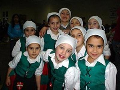 Dantzaris jóvenes de la Euskal Etxea de Magdalena