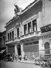 Antigua fachada del Laurak Bat de Buenos Aires, Argentina