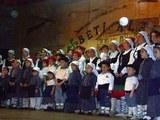 Dantzaris del centro vasco Denak Bat en la fiesta de San Miguel de Aralar