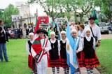 Desfile de banderas durante los actos por el 151° Aniversario de la ciudad de Chivilcoy