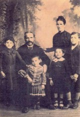 José Blanco con su esposa e hijos
