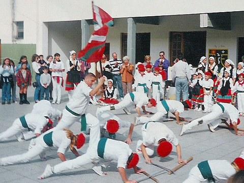 Cuerpo de Baile Beti Alai en el Aberri Eguna del año 1993