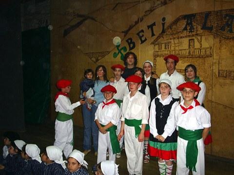 Dantzaris en el Día del Euskara en Mar del Plata