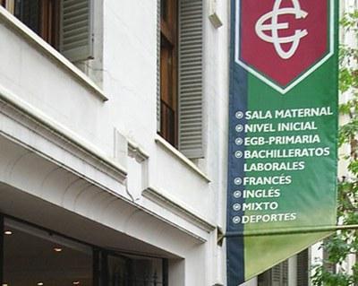 Logo de Euskal Echea y sede escolar de la entidad en la calle Sarandía de la Ciudad Autónoma de Buenos Aires (foto EuskalKultura.com)