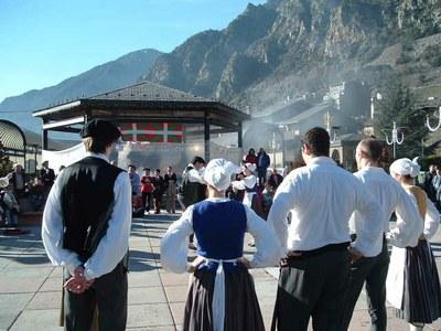 Actuación de danza y música vasca organizada por Euskal Etxea de Andorra