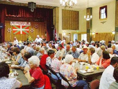 El picnic principal del Mendiko Eskualdun Cluba de Gardnerville tiene lugar cada año el segundo sábado de agosto, cada dos años junto a NABO Euskal Kantari Eguna, el Día del Canto Popular Vasco de EEUU (foto EuskalKultura.com)