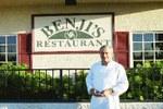 Anaia Rene-rekin batera, Beñat Arduain ortzaiztarra da Bakersfield-eko Benji's jatetxeko chef eta nagusia (argazkia EuskalKultura.com)