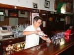 Pyrenees Café-ko barra (argazkia EuskalKultura.com)