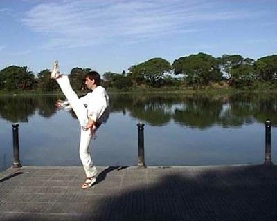 Aitor Alava, un dantzari alavés que lleva cinco años asentado en Argentina, dedicado a enseñar bailes vascos