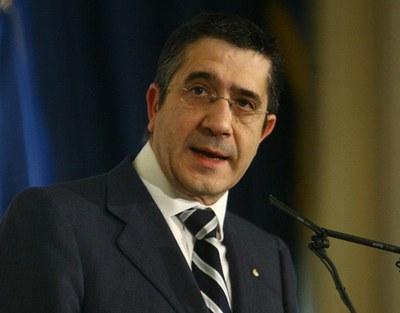 """Artículo de Deia: El gabinete de López reordena a la baja su red """"diplomática"""" internacional"""