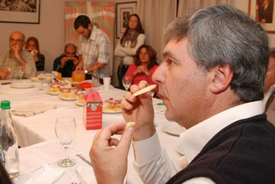 Degustación de queso de Idiazabal en La Plata, dirigida por un miembro del Comité de Cata de la Denominación