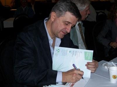 Hernán Luis Sorhuet biólogo y escritor vasco-uruguayo presenta su libro 'El clima cambió. ¿Hacia dónde vamos?'