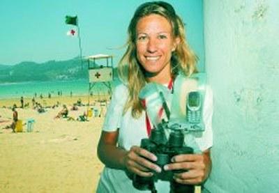 Lorena Galeano, una 'guardavidas' argentina al cargo de los socorristas de la playa de La Concha, en Donostia