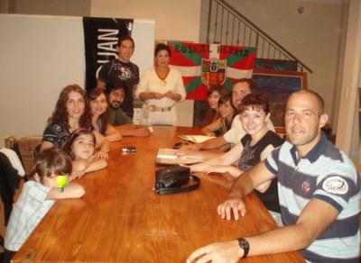 Euskal Etxea de Villa Mercedes da inicio al curso 2009 con un taller vocal y la apertura de su Sala de Lectura