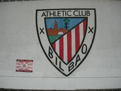 Athletic-en armarria San Mames-eko paretan