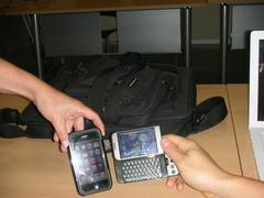 Iphone bat eta HTC Android