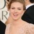 Scarlett Johanssonek begi zuloak estaltzeko produktua erabiltzen du