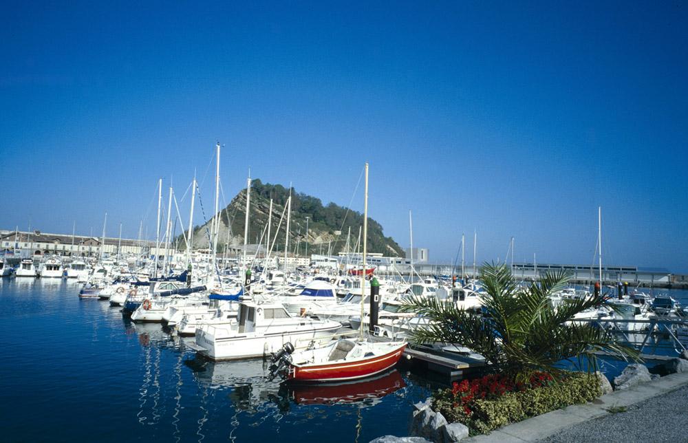 Vista puerto deportivo de Getaria