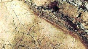 Vista de un grabado de un reno y un zorro polar de la cueva de Altxerri.