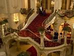 Escalera de Honor del Casino de Madrid durante el rodaje de «Holmes. Madrid Suite 1890»