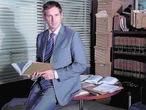 Josh Lucas da vida a un abogado fichado por una empresa algo turbia