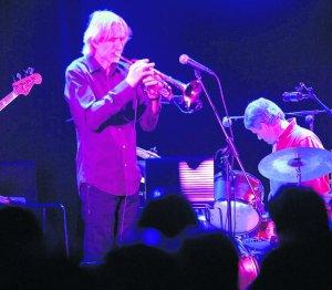 El jazz de Erik Truffaz cambia el auditorio por la sala club del Centro Cultural Avilés en su cita de ayer