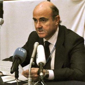 El ministro de Economía español, Luis De Guindos, durante la rueda de prensa que ofreció en Tokio tras la asamblea del Fondo Monetario Internacional (FMI) y el Banco Mundial.