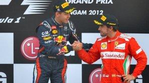 Vettel saluda a Alonso en el podio de Corea