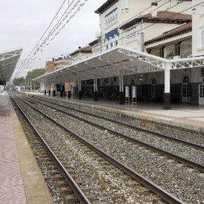 Las vías del tren de la estación vitoriana.