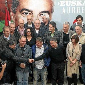 El aspirante a lehendakari de la formación jeltzale tendió la ayer la mano en Donostia a los antiguos representantes de ambas formaciones nacionalistas